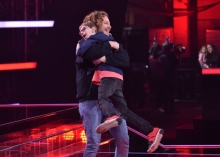 You Don't Have To Walk Alone: Vollblutmusiker Michael Schulte wirbelt mit Talent Mats über die #VoiceKids-Bühne (FOTO)